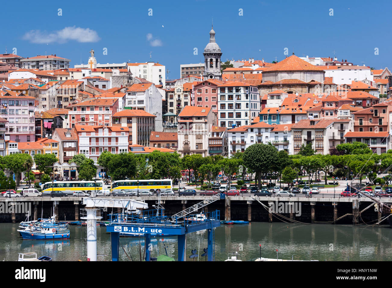 lekeitio-fishing-port-town-in-biscay-wit