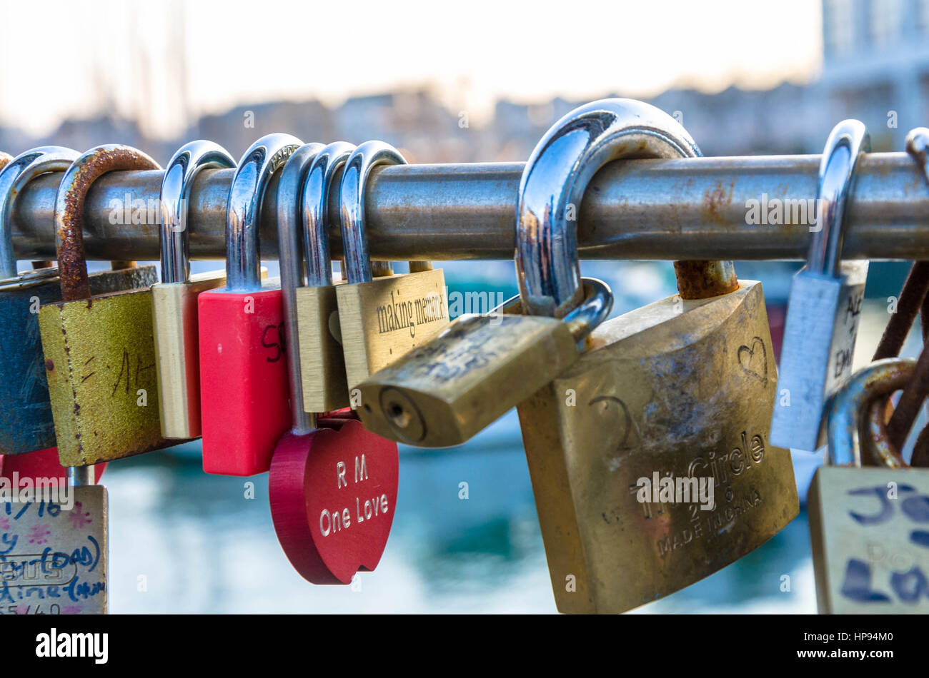 love-locks-left-on-peros-bridge-which-spans-bristol-harbour-romantic-HP94M0.jpg