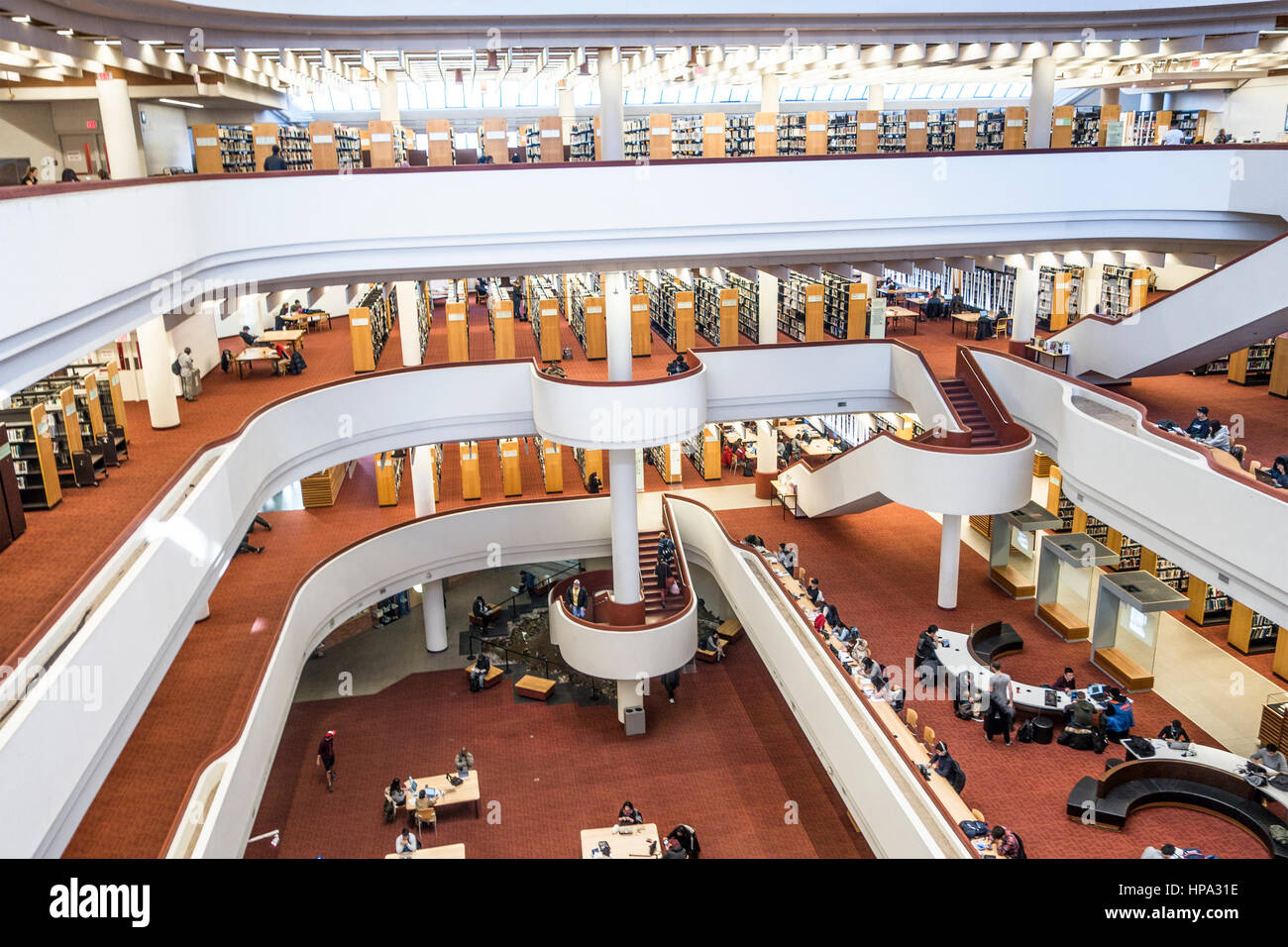 interior-of-the-toronto-reference-library-with-its-curving-atrium-HPA31E.jpg