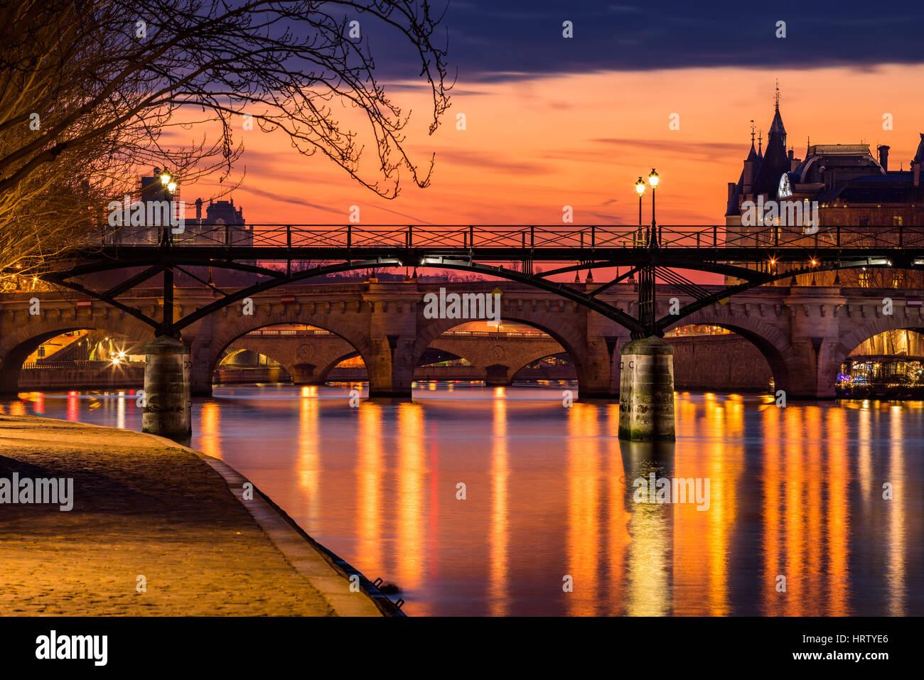 Sunrise on the Seine River, Pond des Arts and Pond Neuf in the 1st Arrondissement of Paris (Ile de la Cite), France - Stock Image