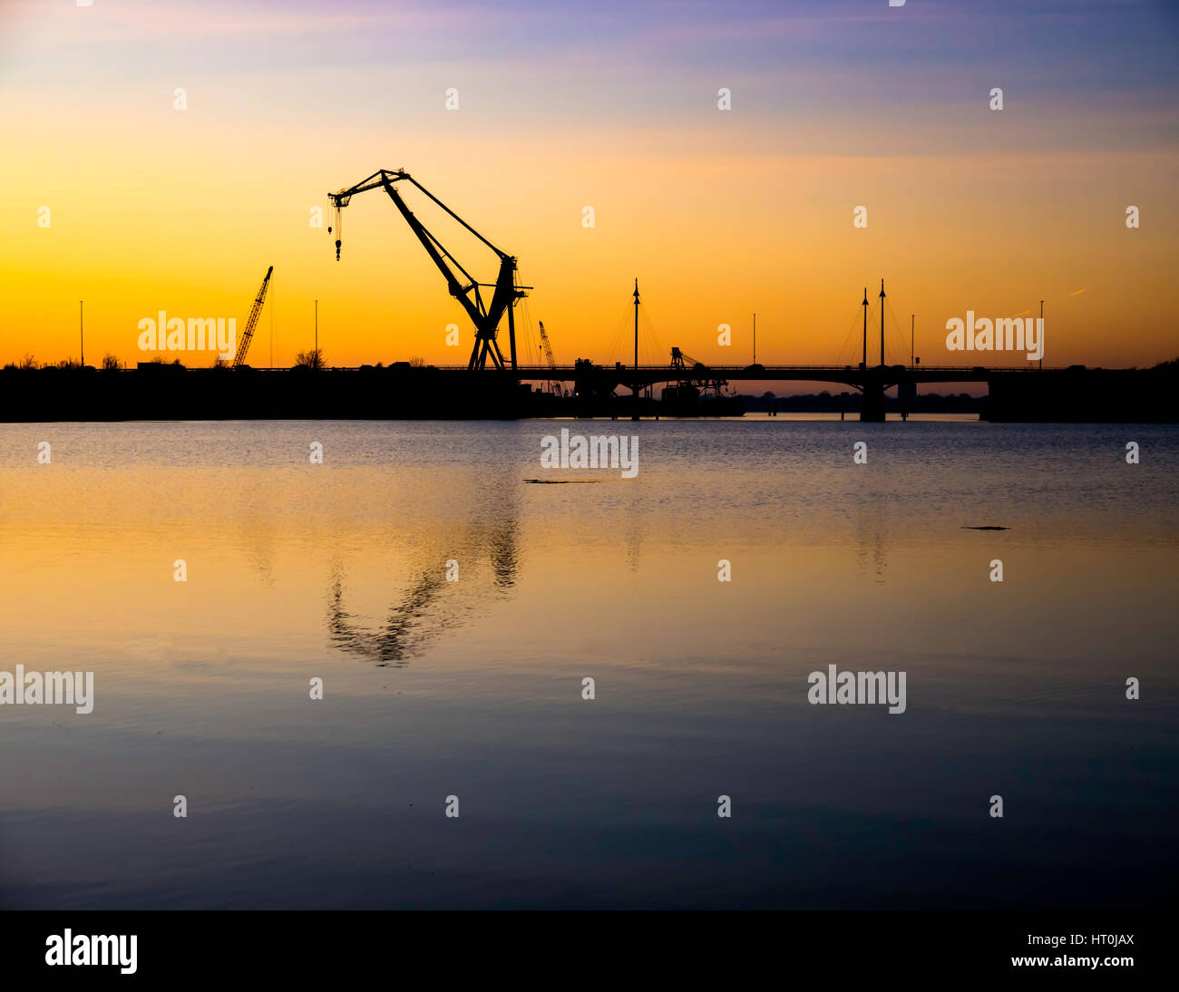 the-canute-crane-stands-tall-over-portsmouth-harbour-and-the-m275-HT0JAX.jpg