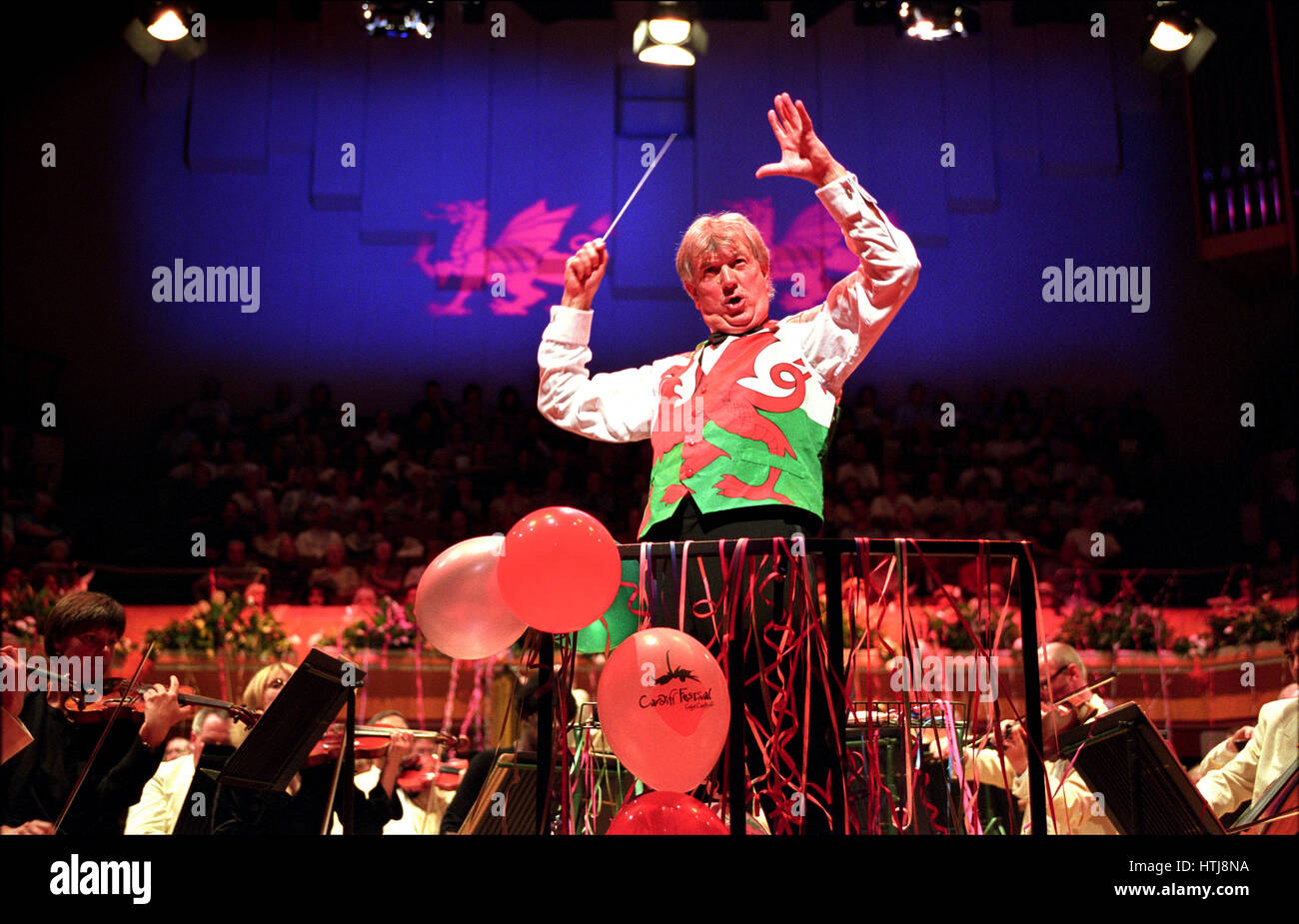Owain Arwel Hughes conducting the Last Night Of The Proms, St Davids Hall, Cardiff. - Stock Image