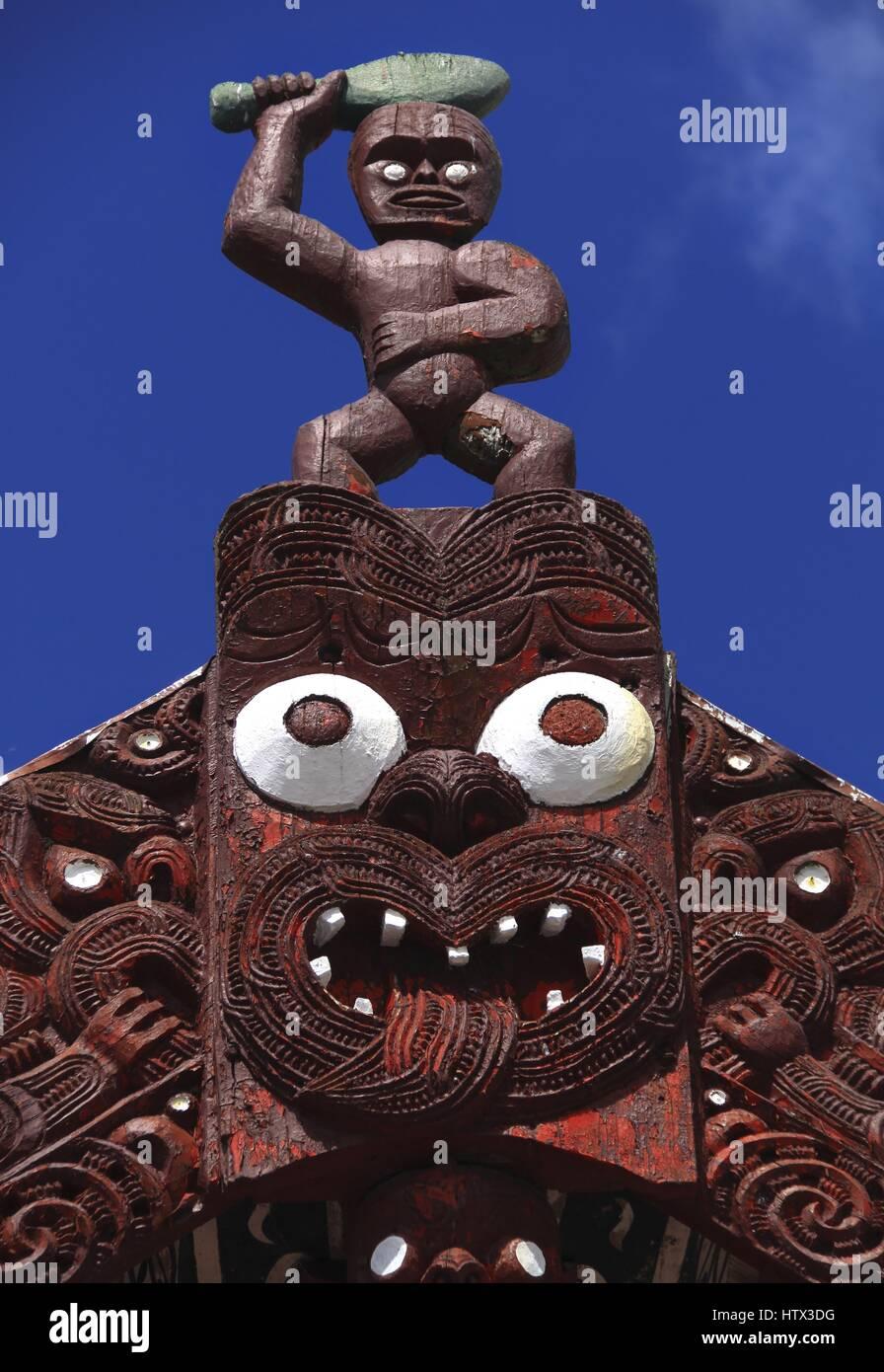 traditional-maori-idol-near-rotorua-in-n