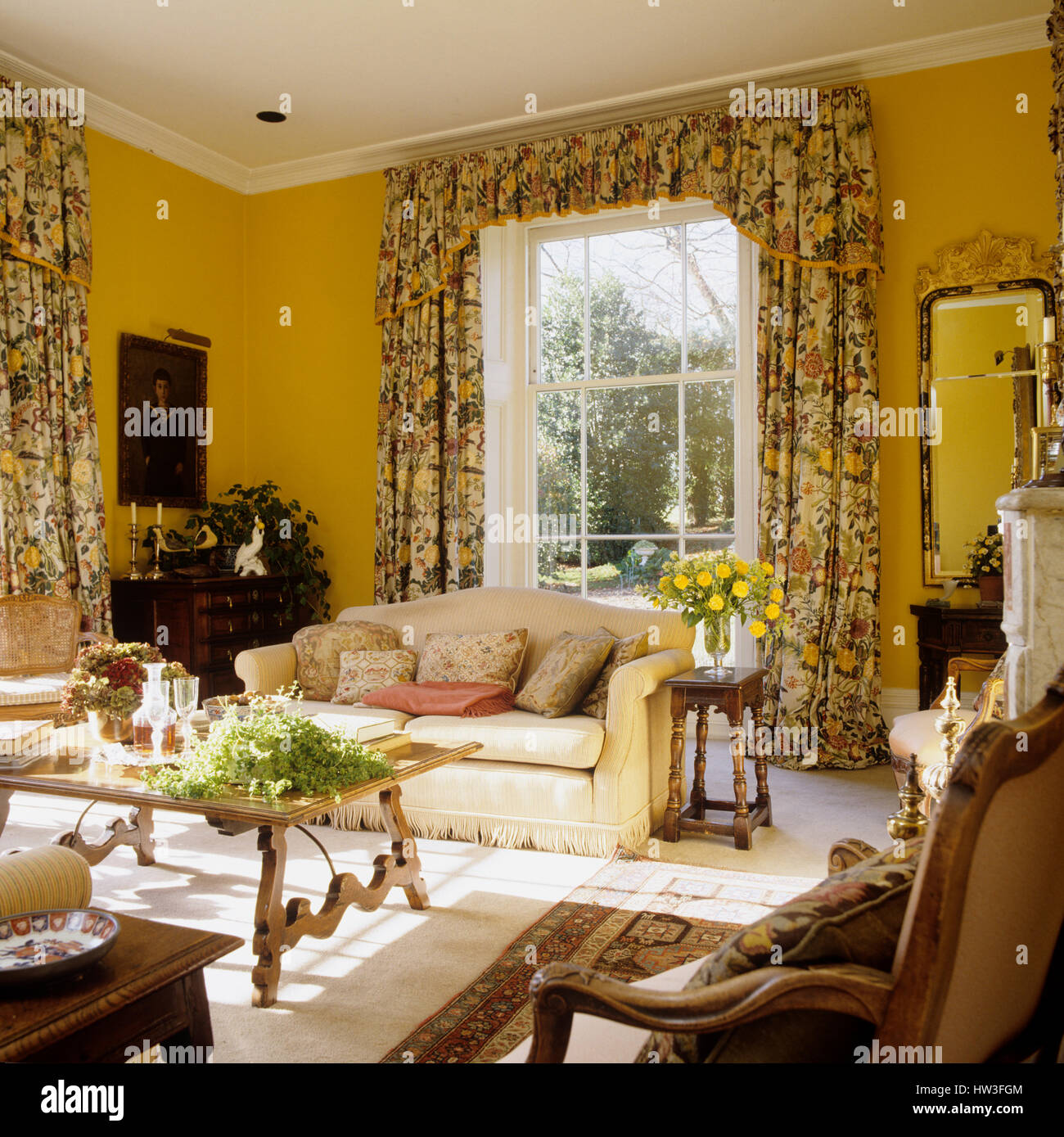 Living Room With Floral Patterned Curtains.