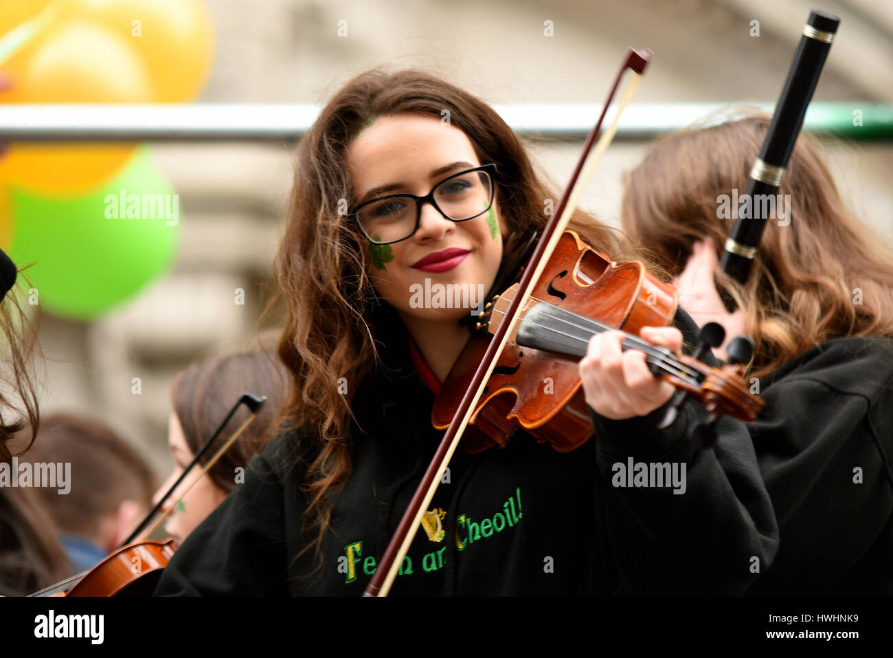 violinist-of-the-feith-an-cheoil-school-of-music-at-the-2017-st-patricks-HWHNK9.jpg