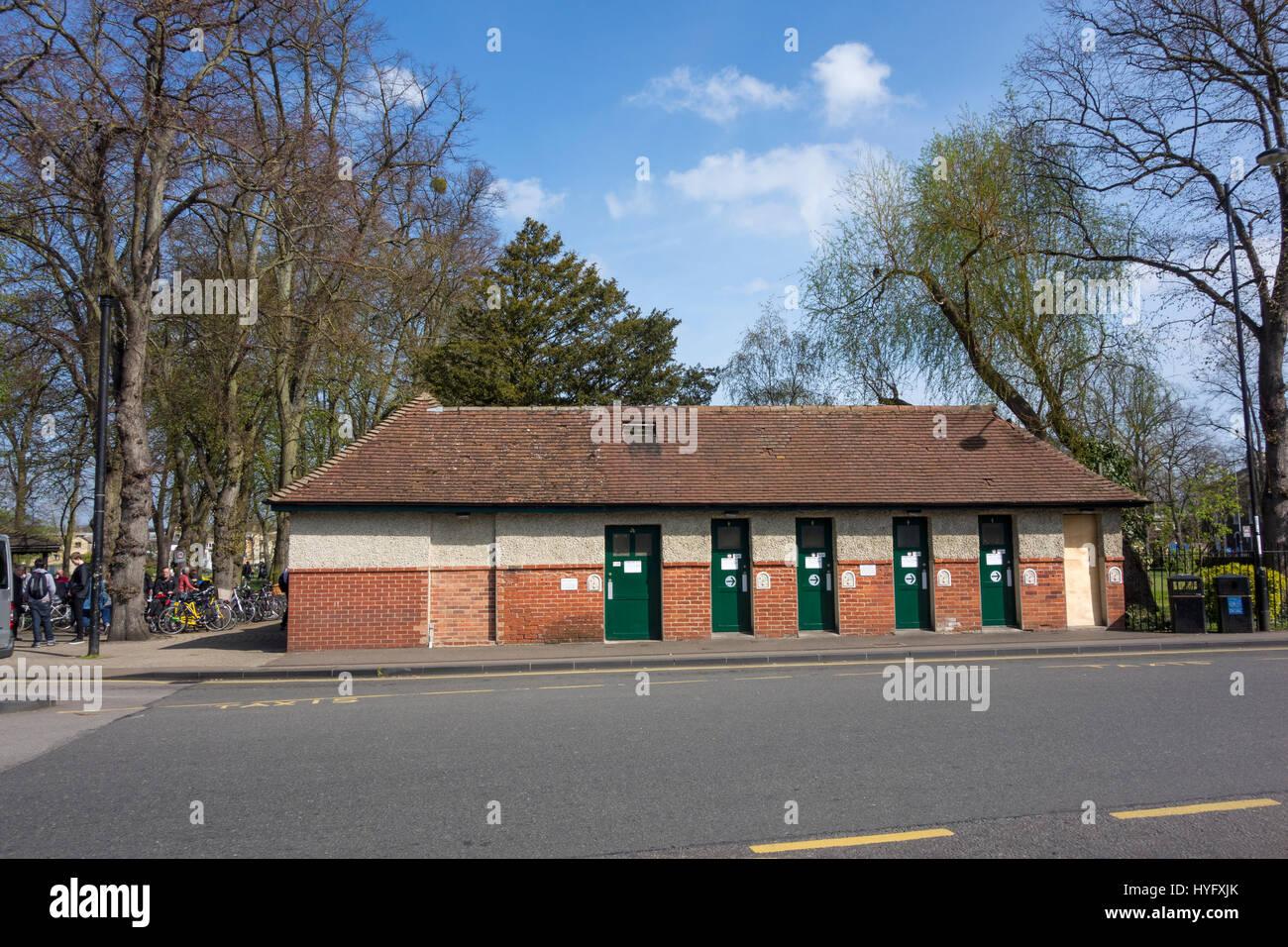 toilet-block-drummer-street-near-cambridge-centre-bus-station-HYFXJK.jpg
