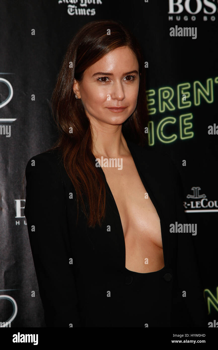 New York Oct 4 Actress Katherine Waterston Attends The