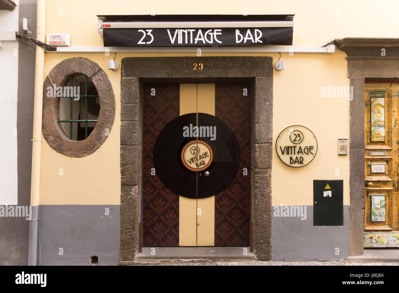 23-vintage-bar-funchal-J0EJ8X.jpg
