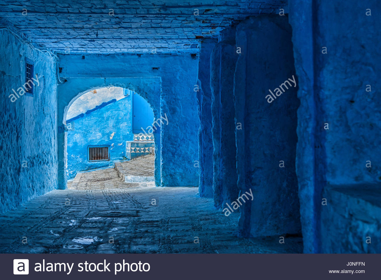 the-beautiful-medina-of-chefchaouen-the-blue-pearl-of-morocco-J0NFFN.jpg