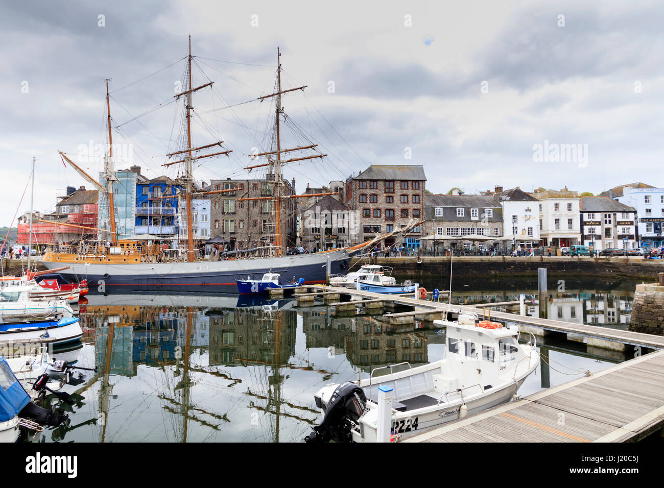 tall-ship-svkaskelot-moored-alongside-the-barbican-in-sutton-harbour-J20C5J.jpg