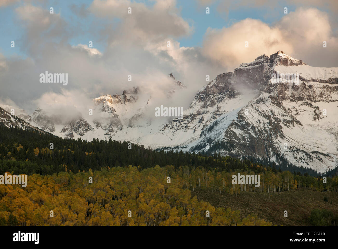 USA, Colorado, Sneffels Range. Clouds over mountain landscape. Credit as: Don Grall / Jaynes Gallery / DanitaDelimont.com - Stock Image