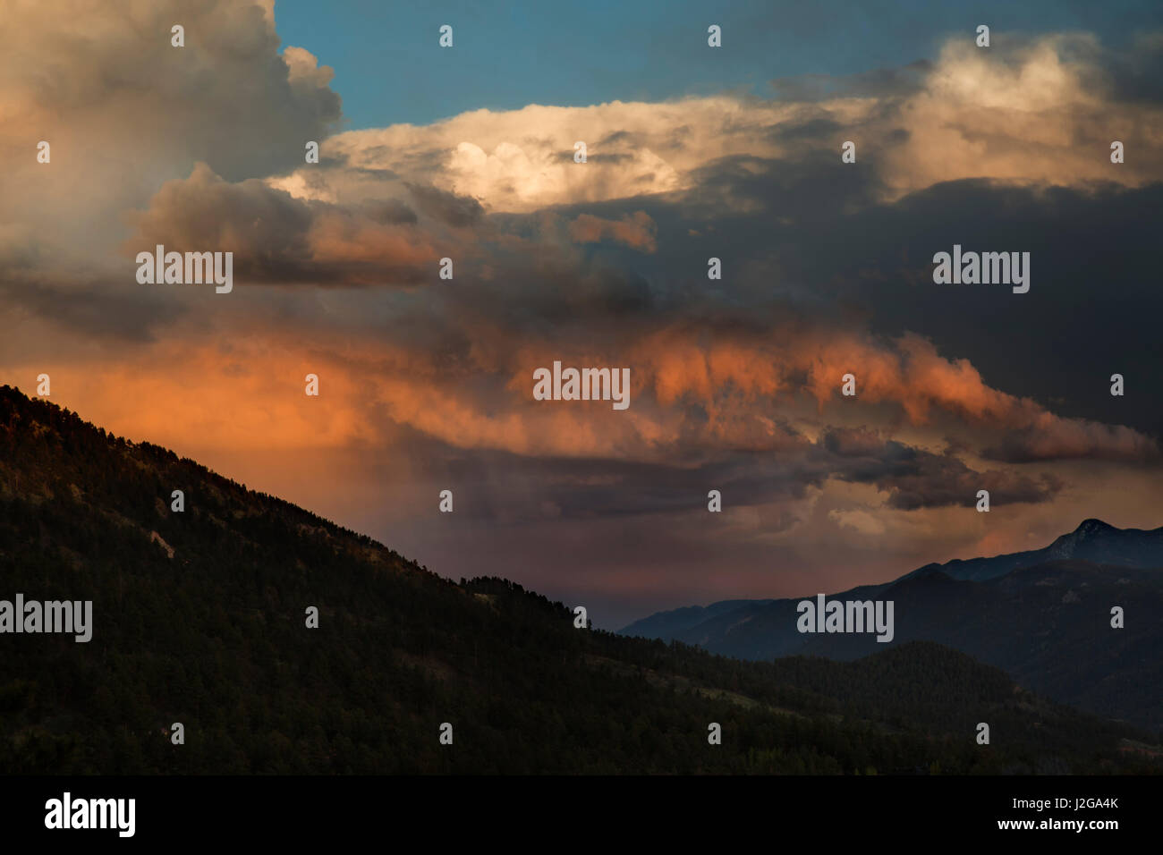USA, Colorado. Fiery sunset above reflects in clouds. Credit as: Don Grall / Jaynes Gallery / DanitaDelimont.com - Stock Image