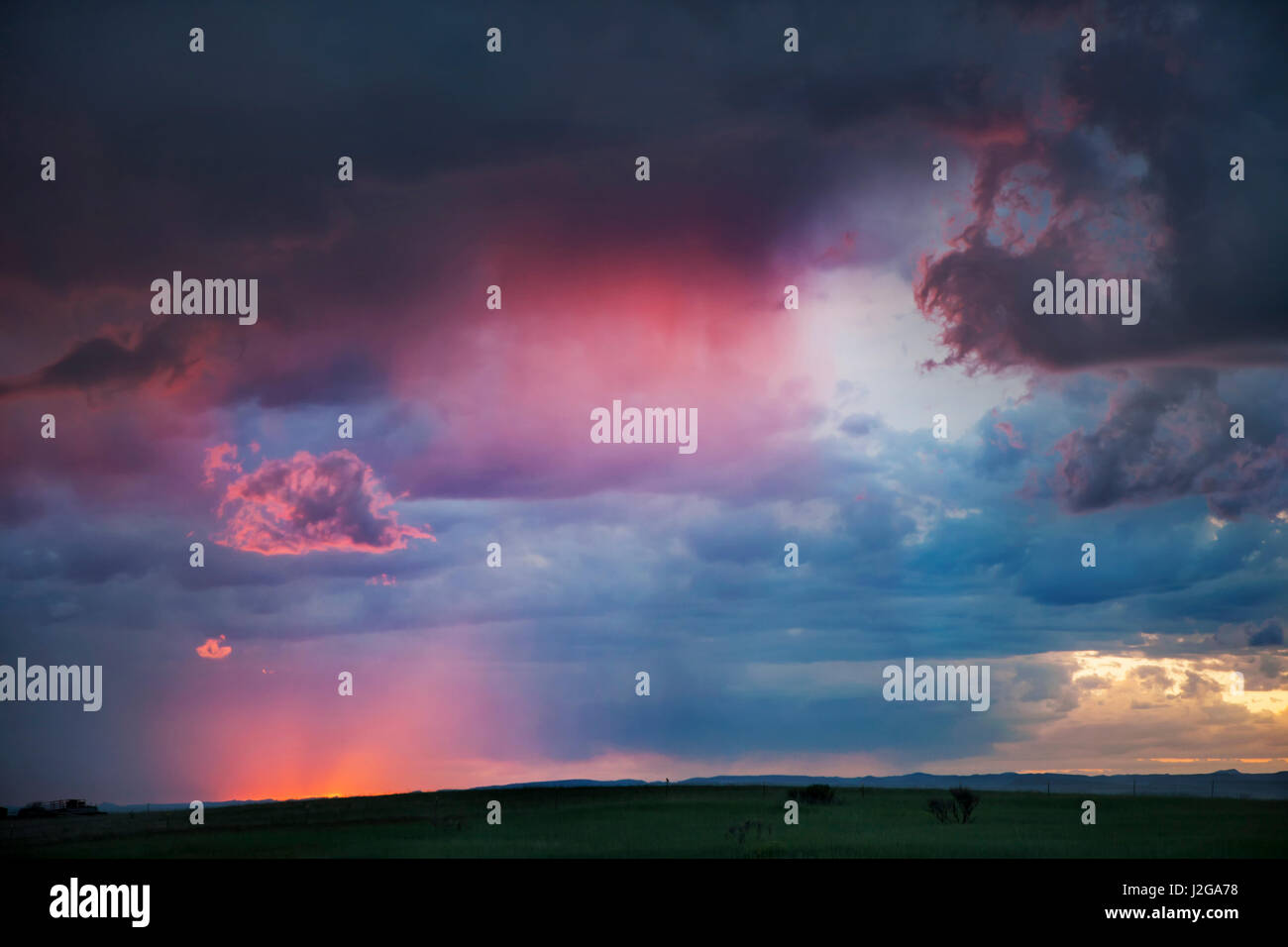 USA, Colorado, Front Range. Sunset thunderstorm on plains. Credit as: Don Grall / Jaynes Gallery / DanitaDelimont.com - Stock Image