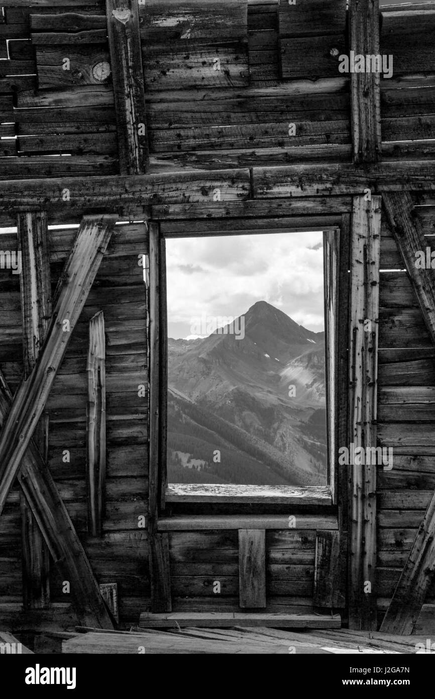 USA, Colorado. Abandoned mining building with view of Wilson Peak. Credit as: Don Grall / Jaynes Gallery / DanitaDelimont.com - Stock Image