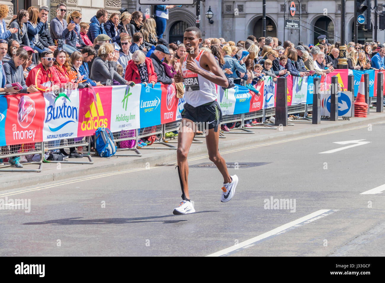Tesfaye Abera at the London Marathon 2017 - Stock Image