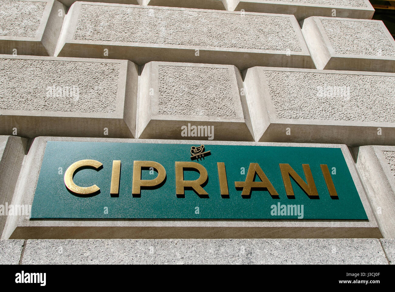 cipriani-restaurant-sign-on-a-stone-wall
