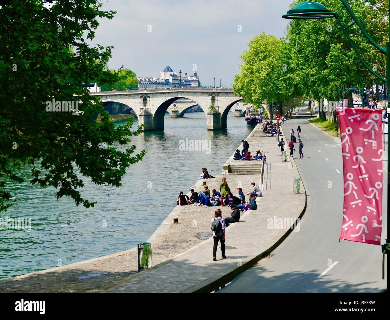 view-along-the-seine-including-bridge-fr
