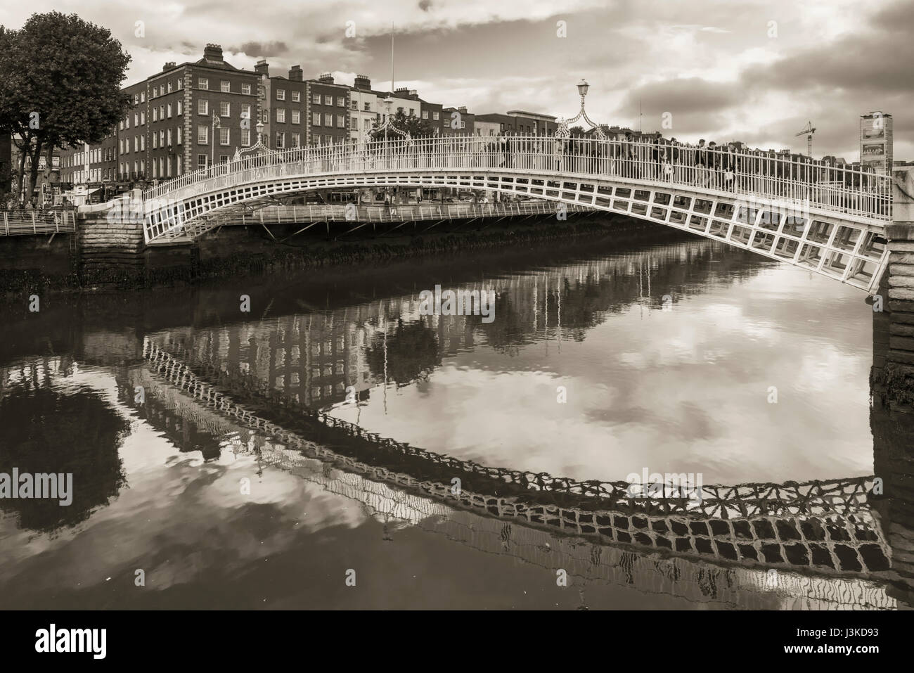 the-hapenny-bridge-officially-known-as-the-liffey-bridge-over-a-calm-J3KD93.jpg