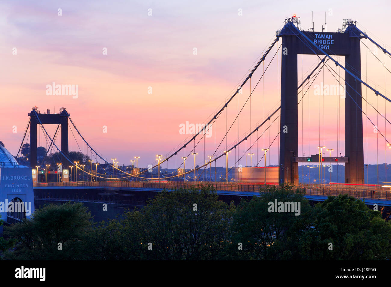 evening-shot-of-the-tamar-road-bridge-linking-devon-and-cornwall-taken-J48P5G.jpg