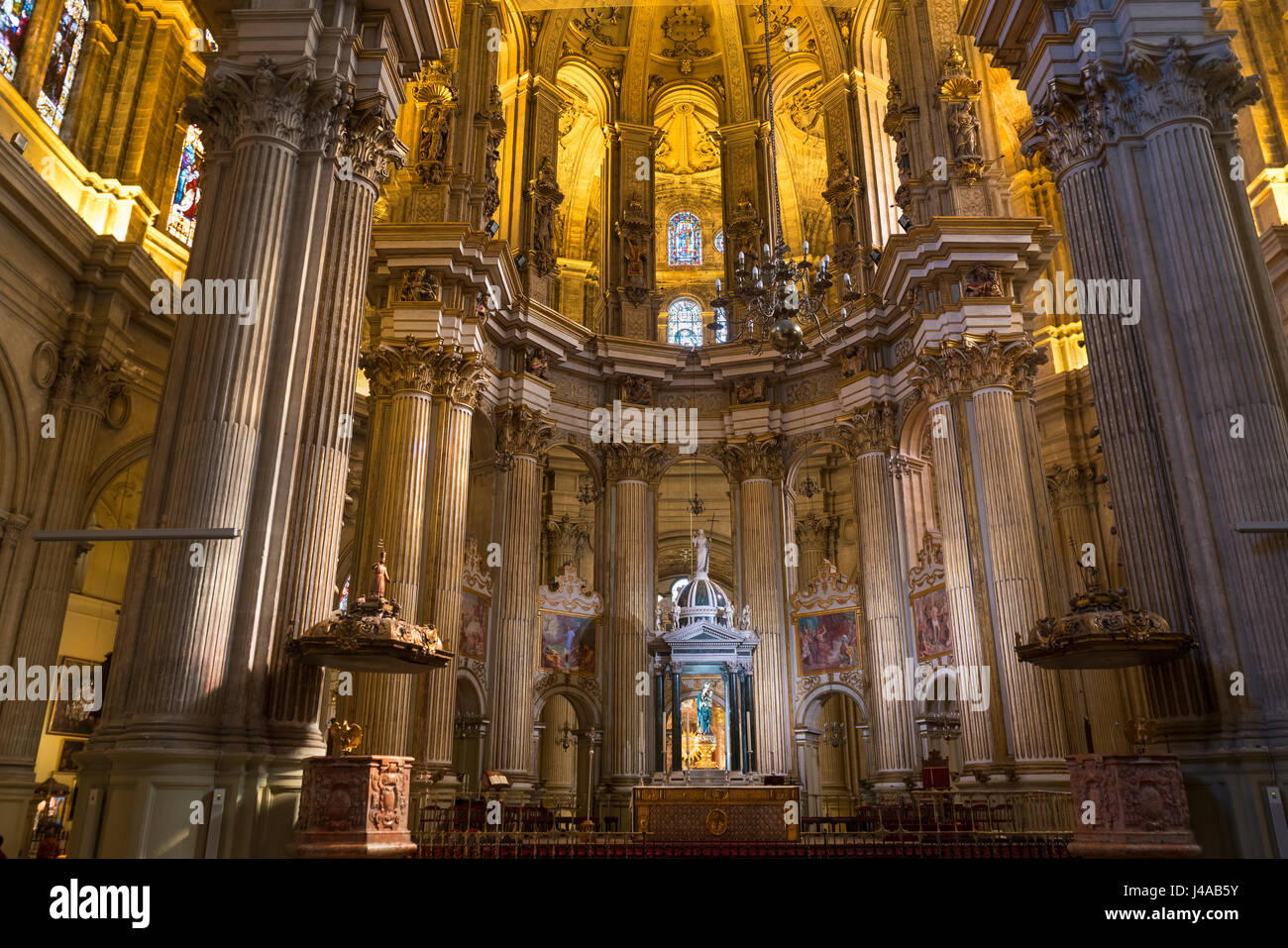 https://c7.alamy.com/comp/J4AB5Y/cathedral-interior-malaga-spain-la-santa-iglesia-catedral-basilica-J4AB5Y.jpg