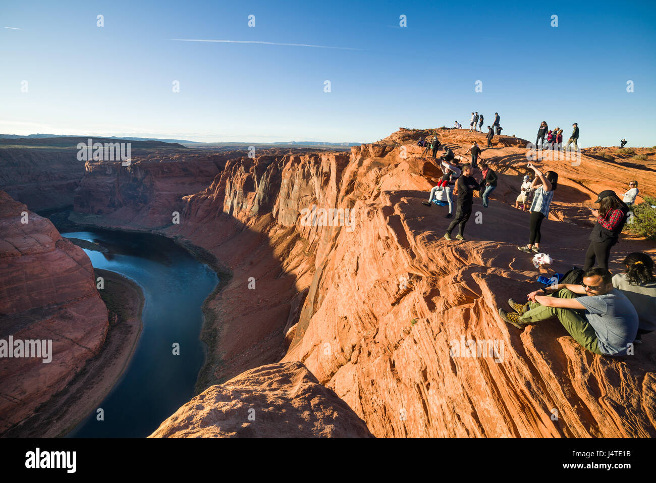 tourists-admiring-the-view-at-horseshoe-