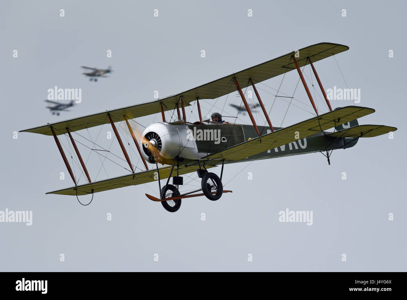 avro-504-of-the-great-war-display-team-at-the-abingdon-air-country-J4YG6X.jpg