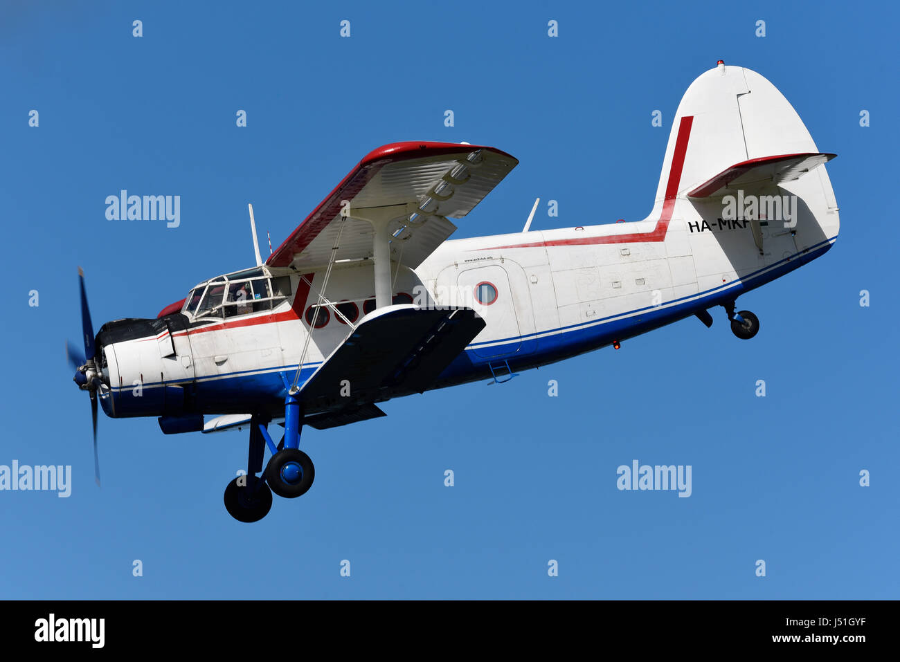 antonov-an-2-ha-mkf-of-antonov-an-2-club-at-the-abingdon-air-country-J51GYF.jpg