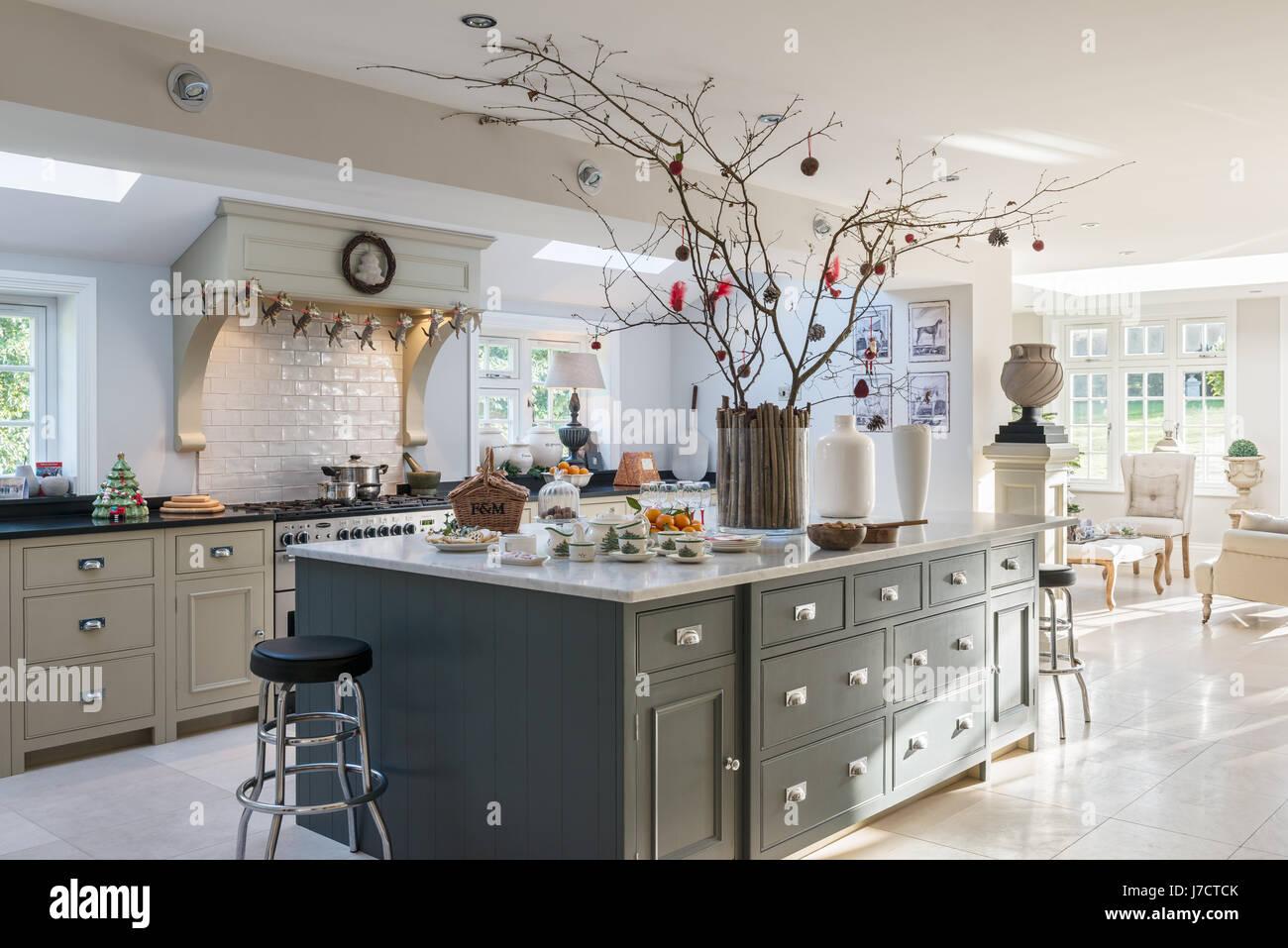 Decorating Kitchen Island For Christmas. kitchen island decor ...