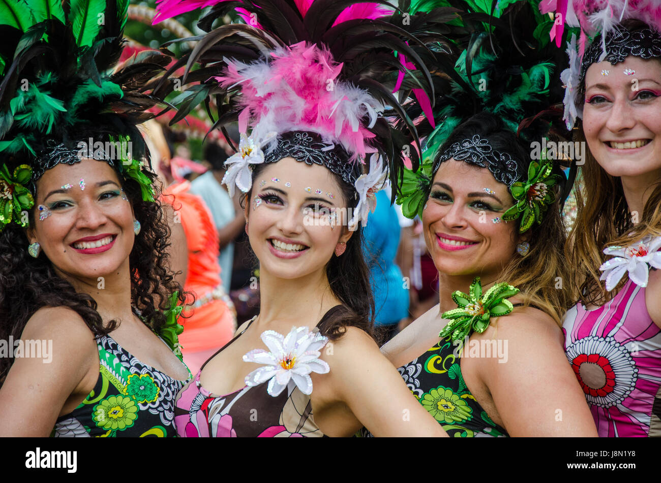 reading-uk-29th-may-2017-uk-weather-reading-carnival-goes-ahead-despite-J8N1Y8.jpg