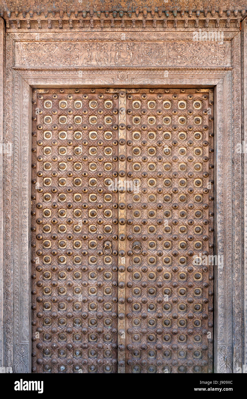 ornate-antique-rajasthani-haveli-door-fr