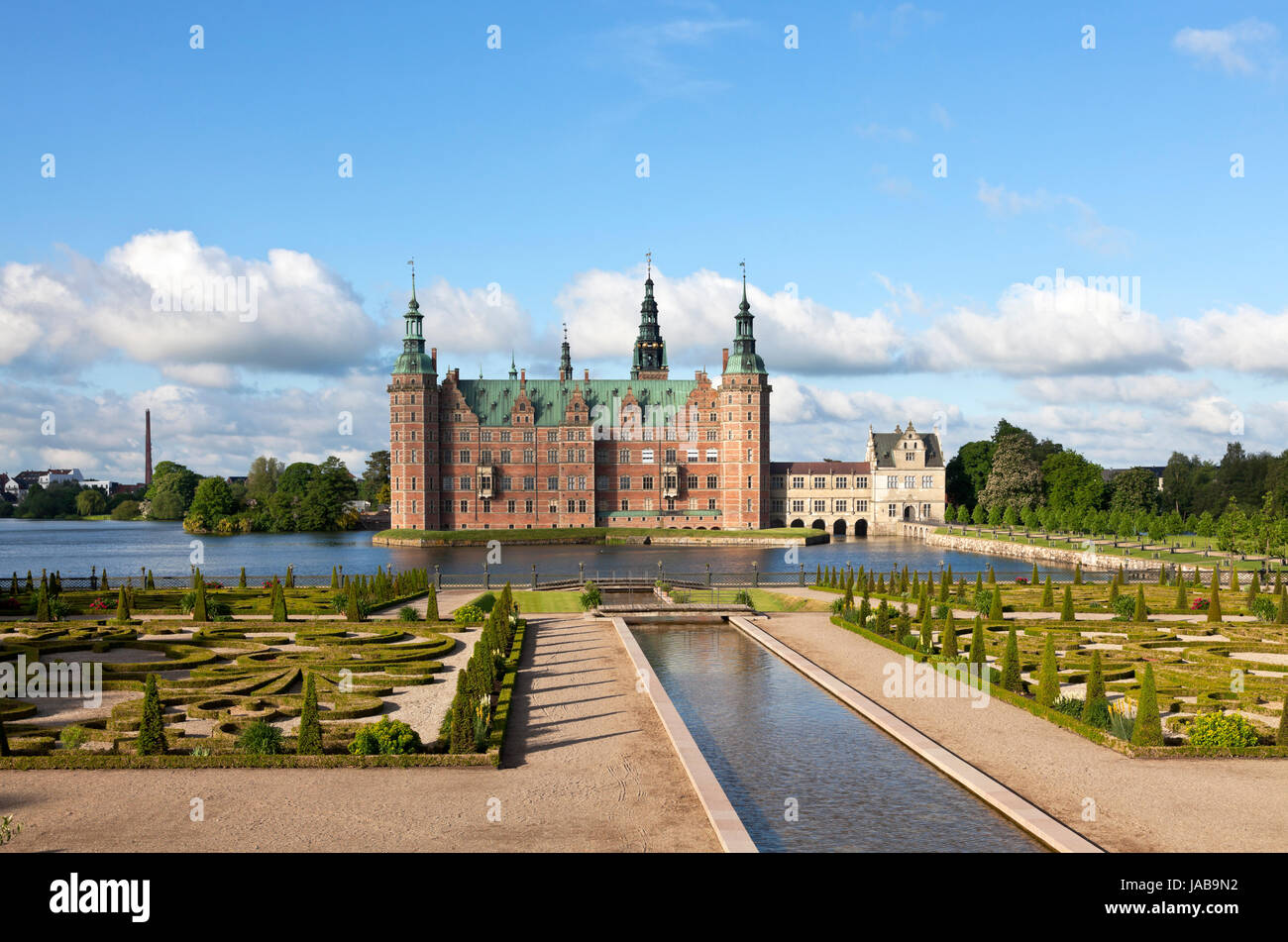 the-frederiksborg-castle-in-dutch-renais