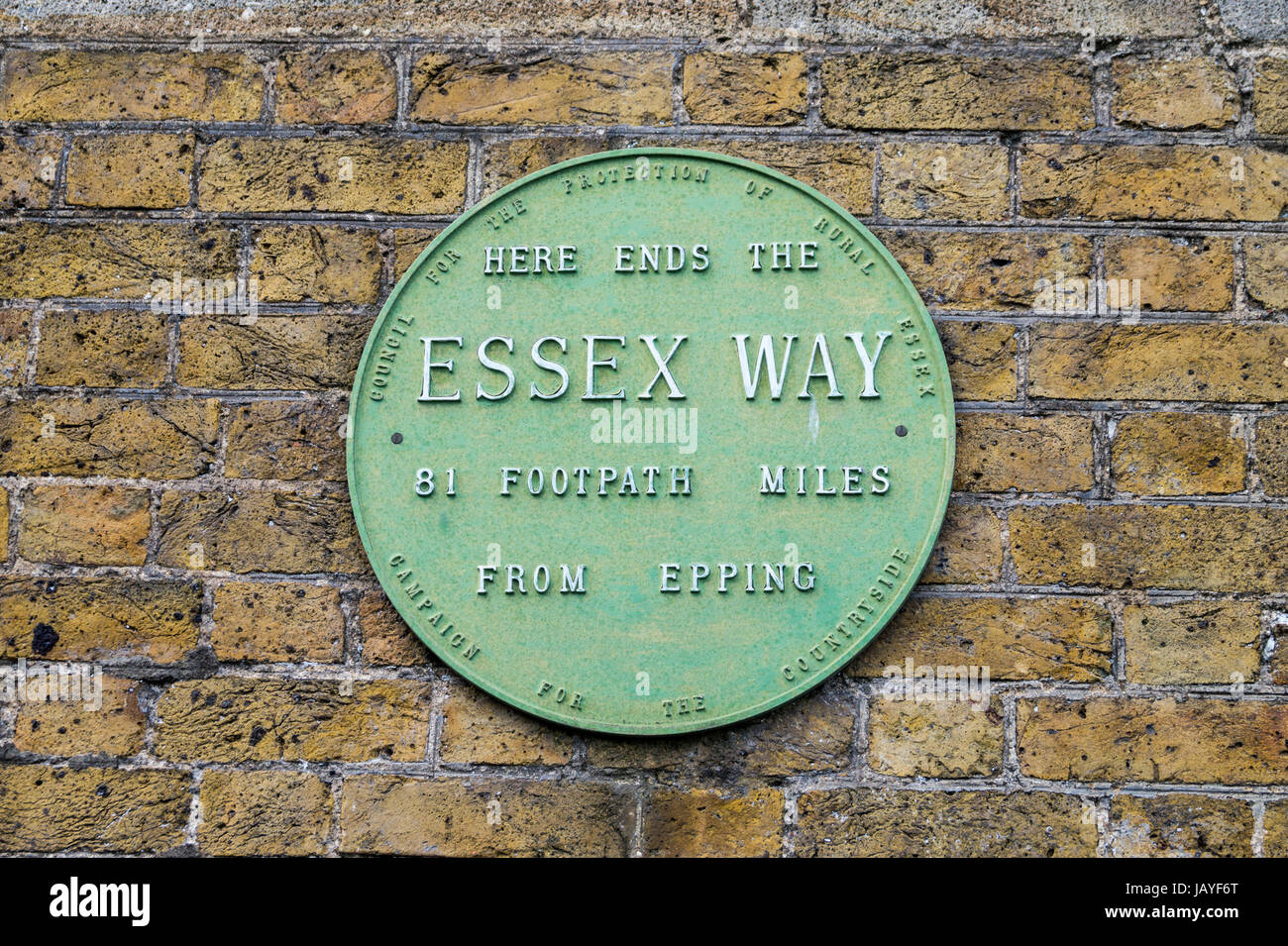 plaque-marking-the-end-of-the-essex-way-high-lighthouse-harwich-essex-JAYF6T.jpg
