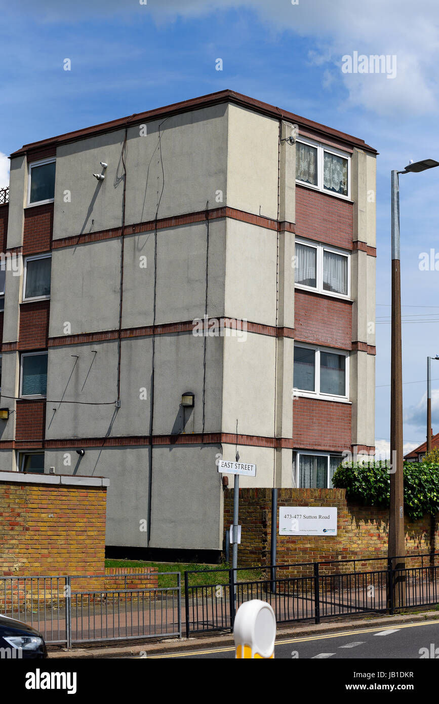 sutton-road-flats-on-the-corner-of-east-road-southend-on-sea-essex-JB1DKR.jpg