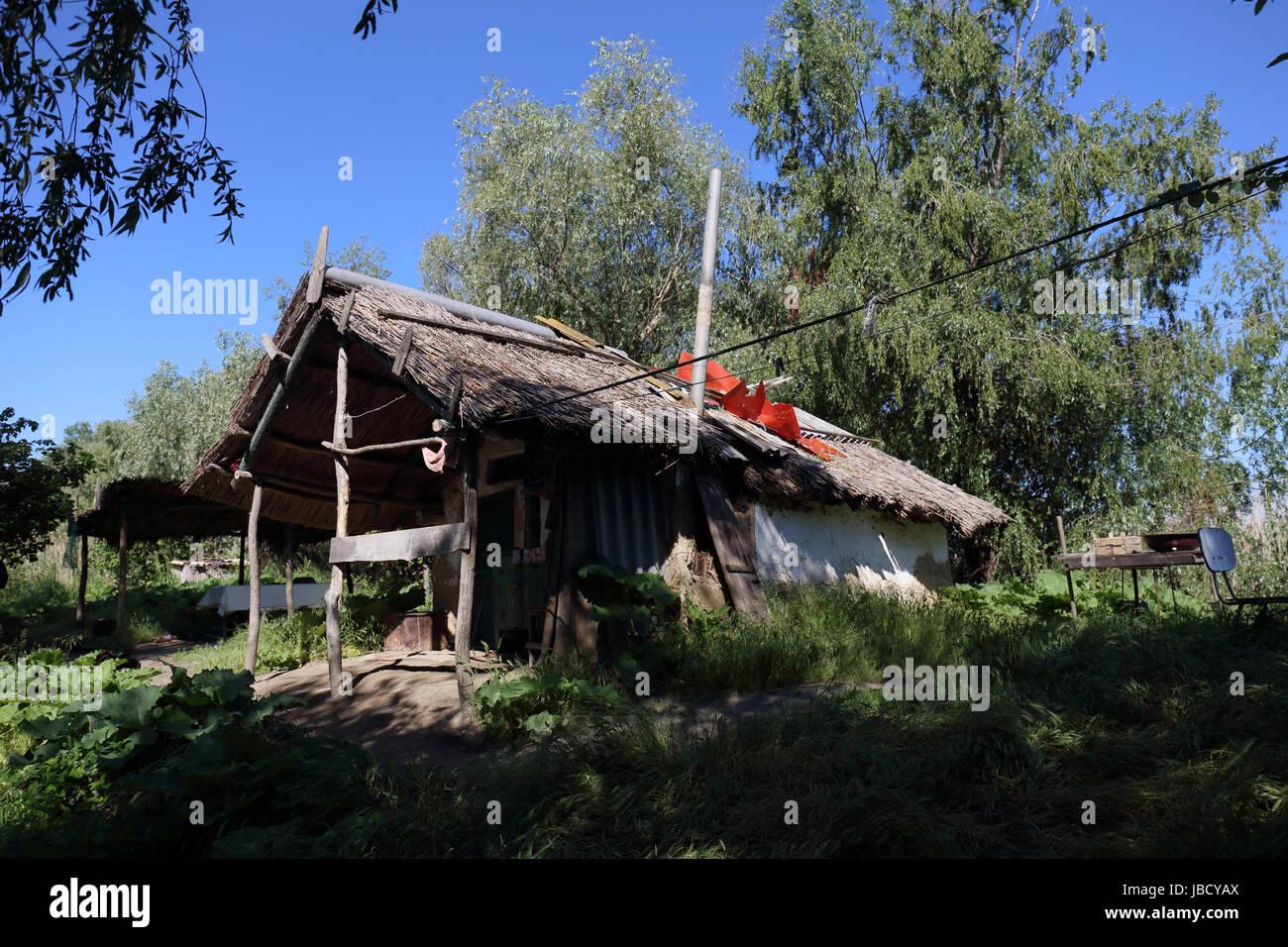 fishermans-hut-at-the-danube-river-delta