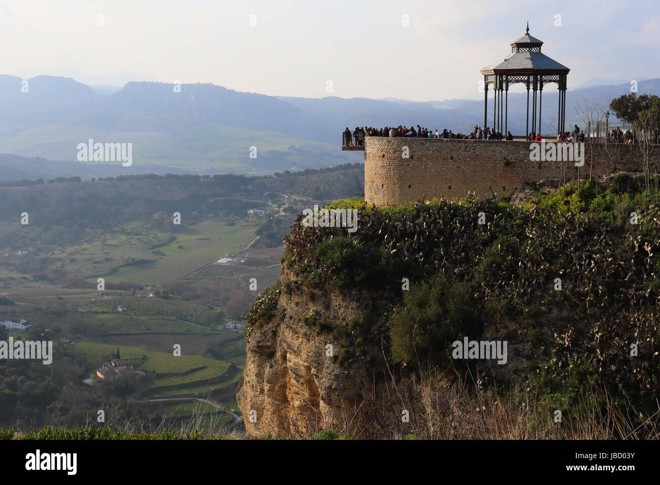 tourists-flocking-at-the-viewpoint-in-al
