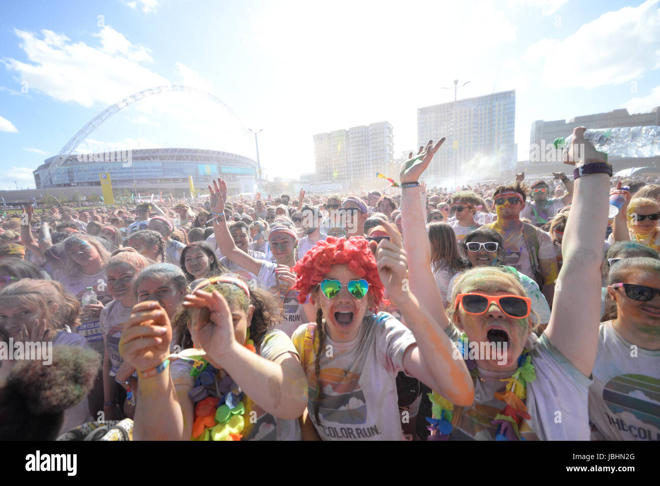 the-color-run-london-wembley-park-2017-colour-run-space-for-copy-JBHN2G.jpg