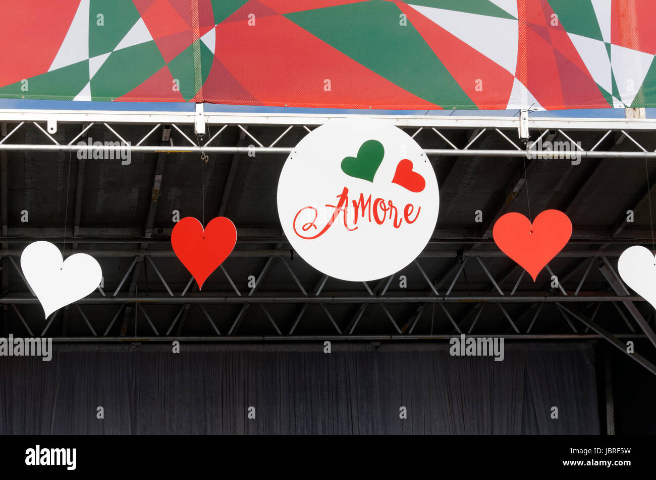 italian-colors-and-hearts-decorate-an-ou