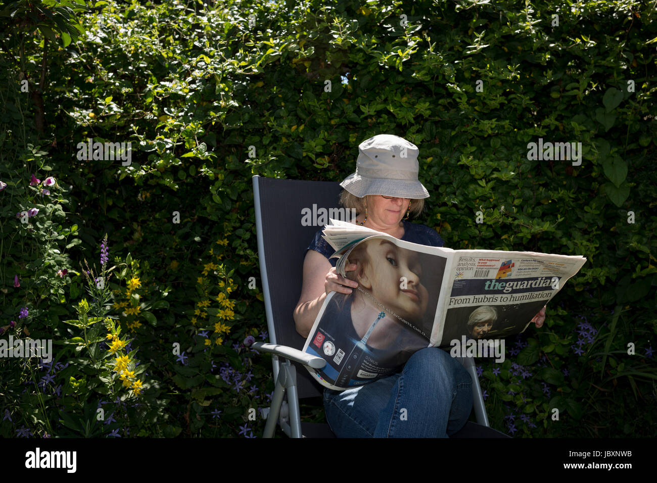a-middle-aged-lady-reads-the-guardian-ne