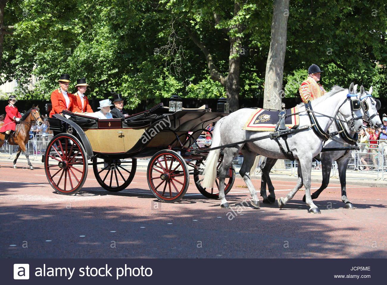 london-uk-17th-june-2017-queen-elizabeth