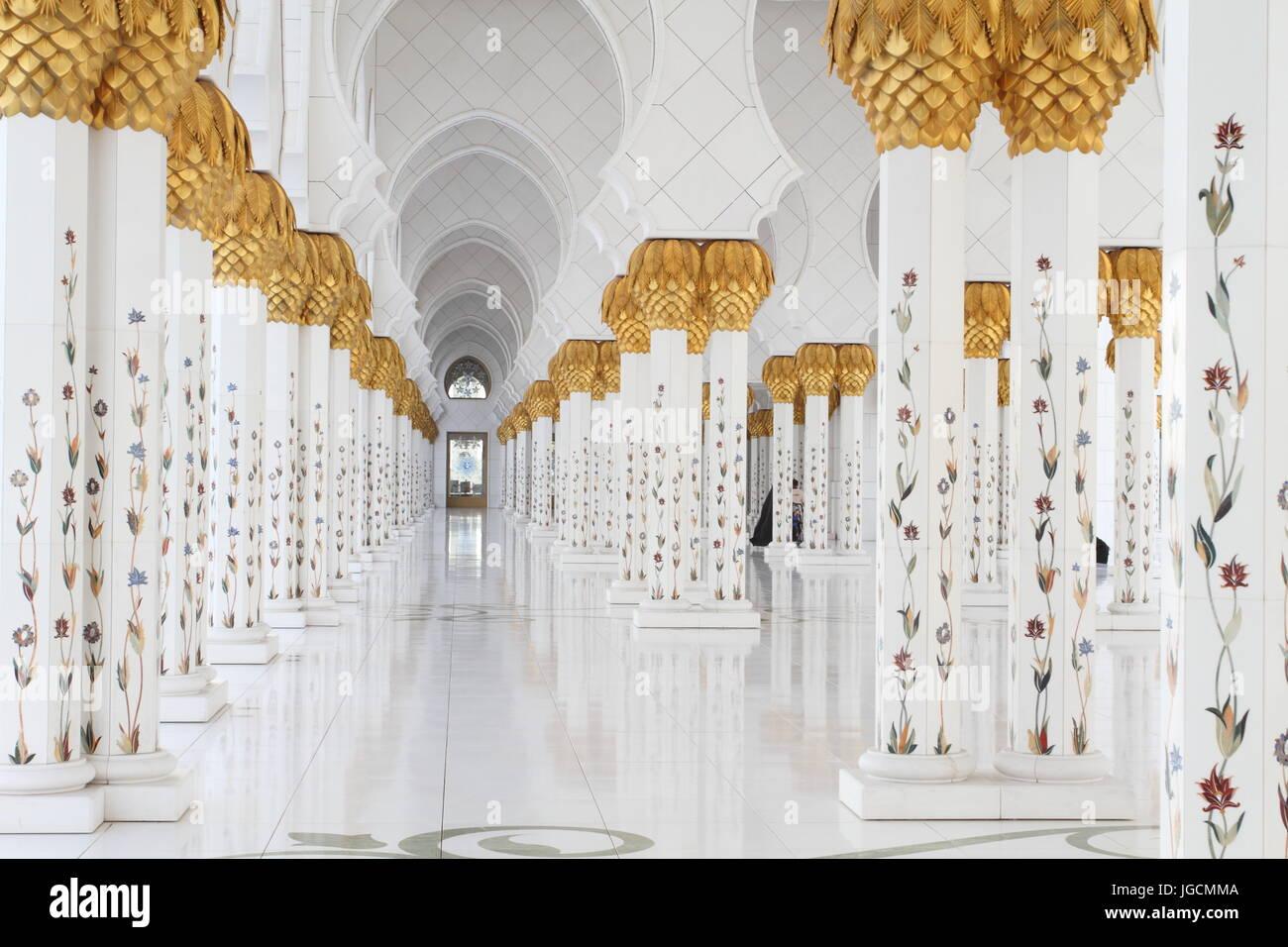Abu Dhabi, Abu Dhabi, China. 6th July, 2017. Sheikh Zayed Grand Mosque is located in Abu Dhabi, the capital city Stock Photo