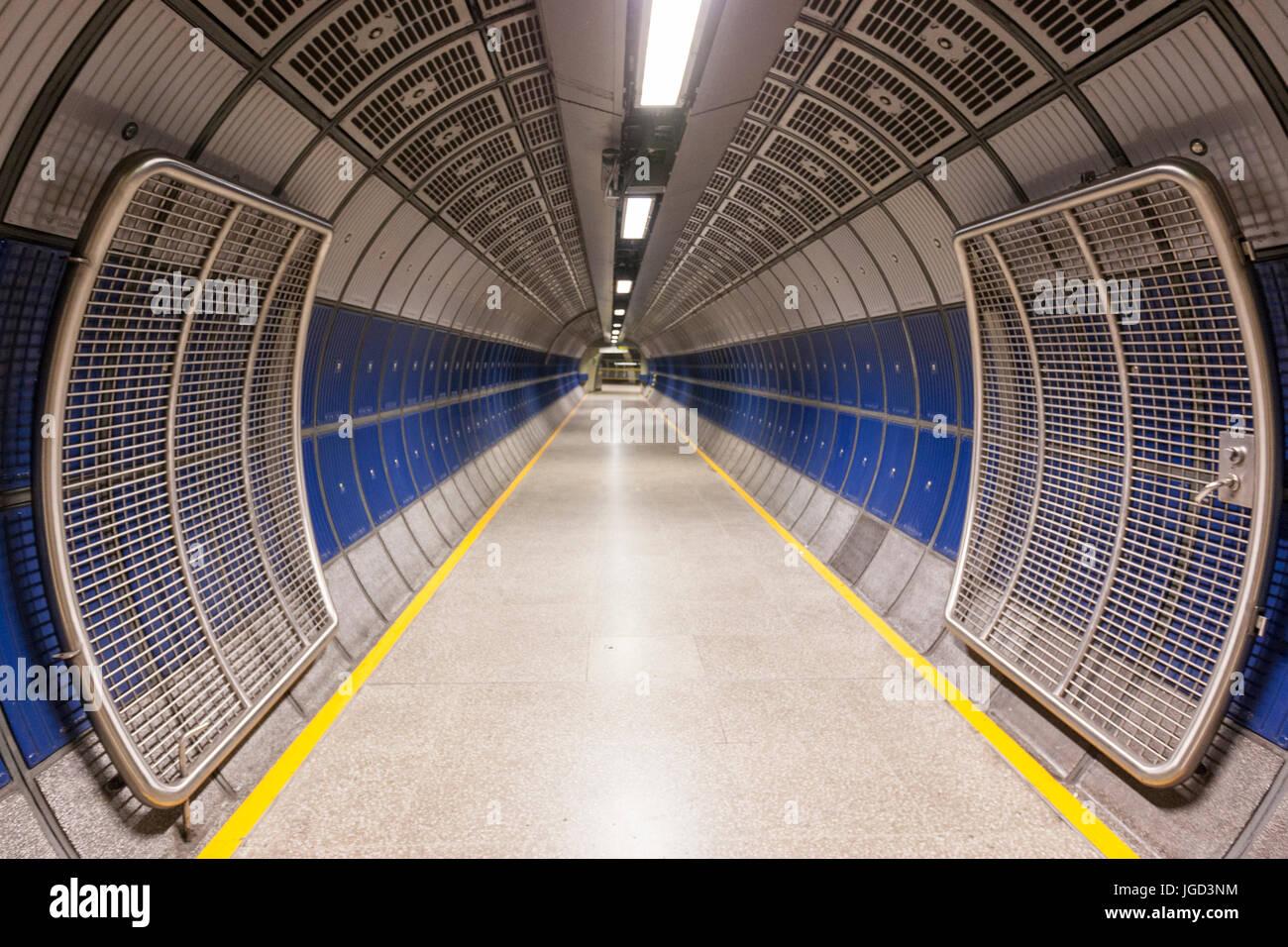 empty-underground-corridor-piccadilly-ci