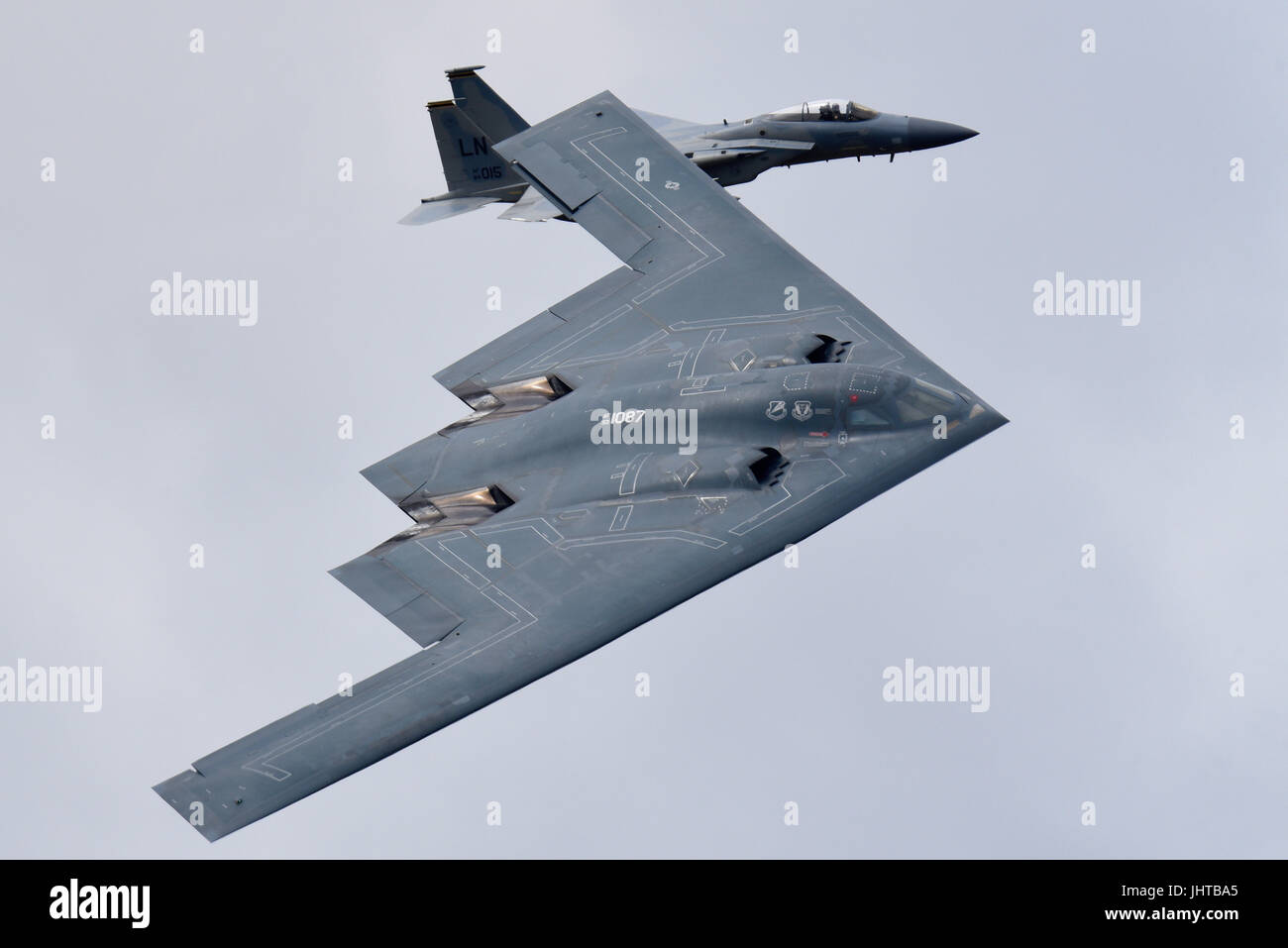 northrop-grumman-b-2-spirit-stealth-bomber-plane-which-flew-direct-JHTBA5.jpg