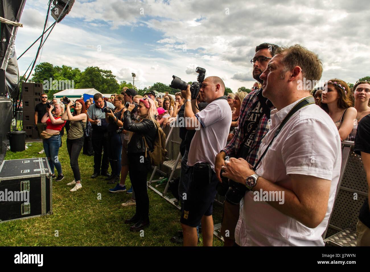 photographers-pit-at-godiva-music-festival-2017-coventry-uk-JJ7WYN.jpg
