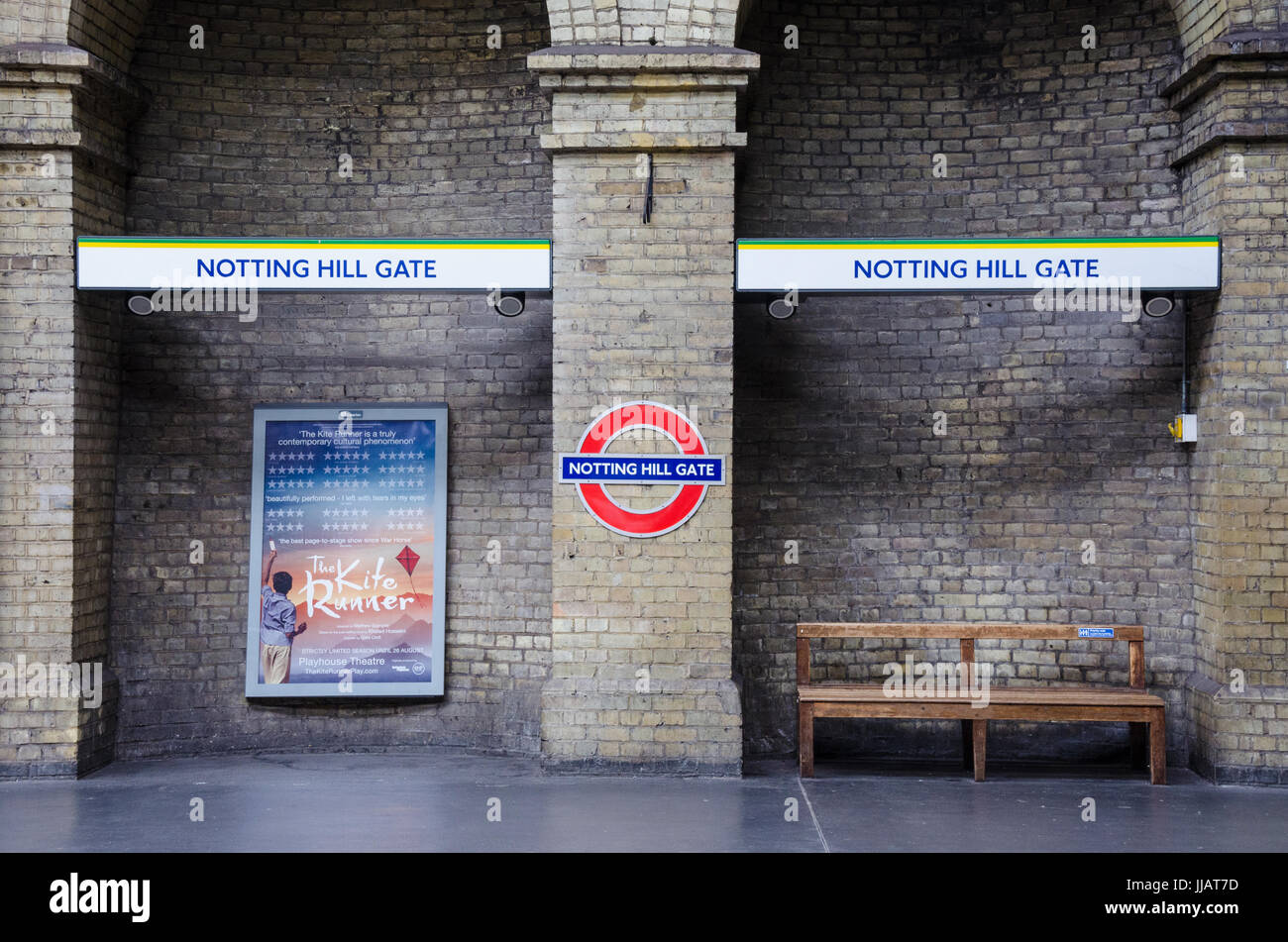 an-empty-platform-at-notting-hill-gate-london-underground-station-JJAT7D.jpg