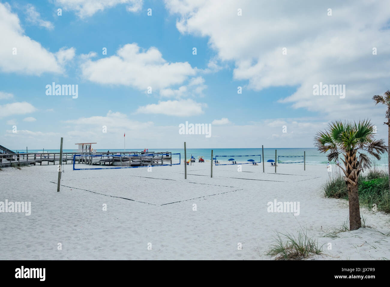 empty-beach-volleyball-courts-at-a-beach-recreation-site-on-okaloosa-JJX7R9.jpg