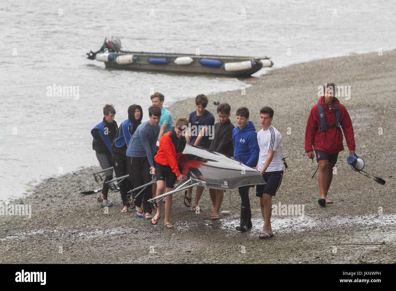 London UK. 24th July 2017. Rowers with sculling boats experience overcast cloudy conditions on River Thames in  Stock Photo
