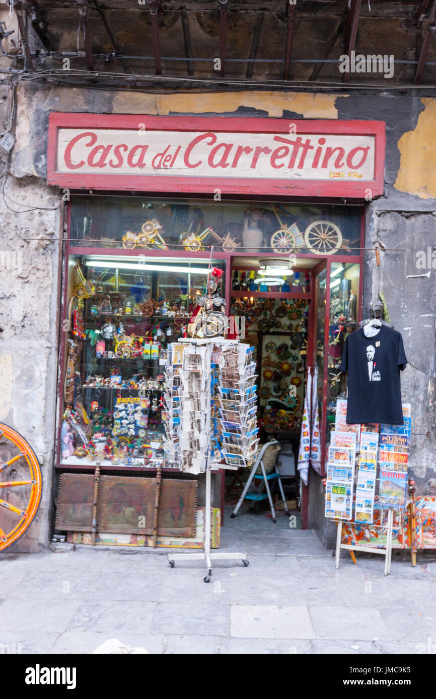 sicilian-puppets-in-a-traditional-shop-w