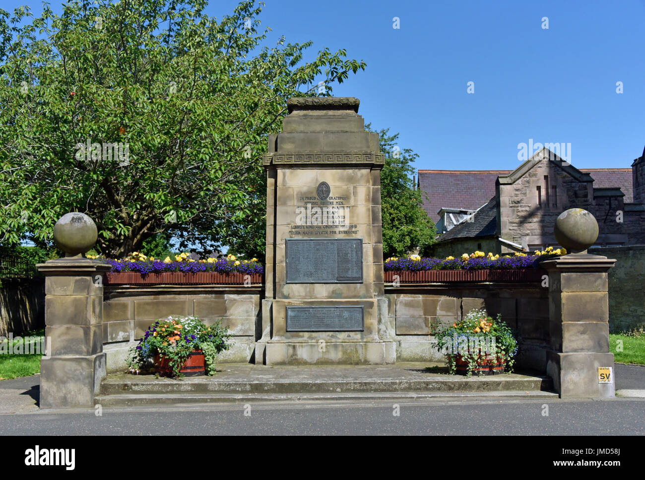 first-world-war-memorial-high-street-coldstream-scottish-borders-berwickshire-JMD58J.jpg