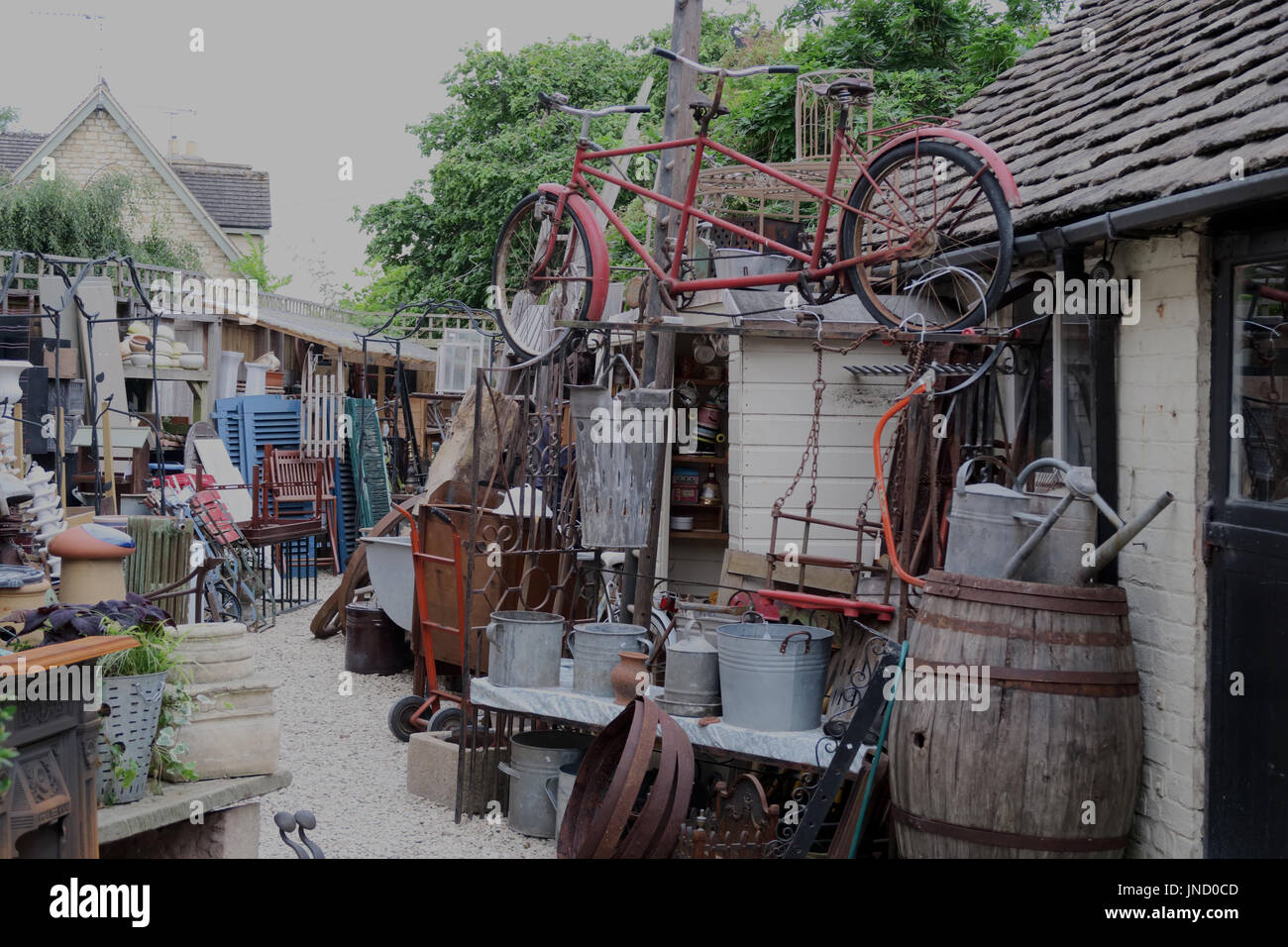Untidy hoarders yard, Lechlade on Thames - Stock Image