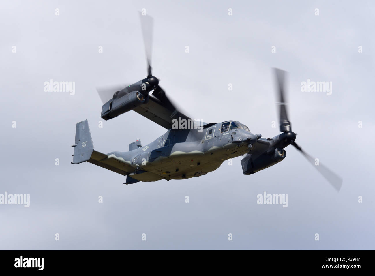 bell-boeing-v-22a-osprey-11-0061-of-the-us-air-force-flying-at-an-JR39FM.jpg
